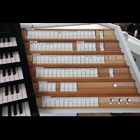 Hamburg, St. Michaelis, ''Michel'' (Krypta-Orgel), Rechte Registerstaffel am Zentralspieltisch