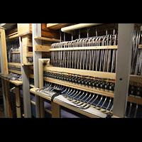 Hamburg, St. Michaelis, ''Michel'' (Krypta-Orgel), Pneumatik in der Konzertorgel