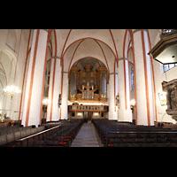 Hamburg, St. Jacobi (Hauptorgel), Innenraum in Richtung Orgel