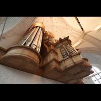 Hamburg, St. Katharinen (Chororgel), Hauptorgel seitlich von der Sänderempore aus gesehen