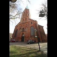 Lübeck, St. Ägidien, Fassade mit Turm