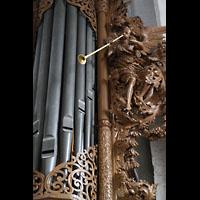 Lübeck, St. Ägidien, Figurenschmuck am rechten Pedalturm