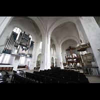 Lübeck, Dom (Hauptorgel), Innenraum in Richtung Chor