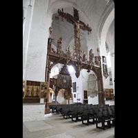 Lübeck, Dom (Hauptorgel), Triumphkreuz von Bernt Notke (1477) mit Blick zur Kirchenuhr (1628)