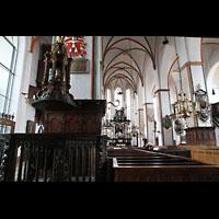 Lübeck, St. Jakobi (Kleine Orgel), Taufbecken und Hauptschiff