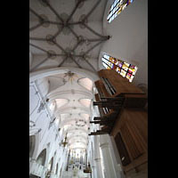 Kempten, St. Mang, Blick zur Chor- und Hauptorgel und ins Gewölbe