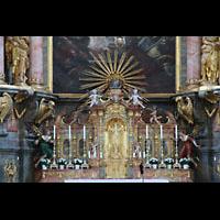 Irsee, Ehem. Abteikirche, Kruzifix und Detail des Hochaltars