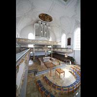 Kaufbeuren, Dreifaltigkeitskirche, Blick von der hinteren Empore zur Orgel und zum Altarraum