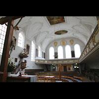 Kaufbeuren, Dreifaltigkeitskirche, Innenraum in Richtung Rückwand