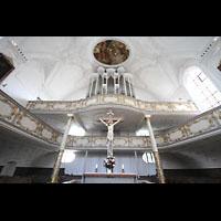 Kaufbeuren, Dreifaltigkeitskirche, Kruzifix und Orgel