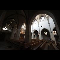St. Ottilien, Erzabtei, Klosterkirche (Hauptorgel), Blick vom nördlichen Seitenschiff ins Hauptschiff mit Orgel