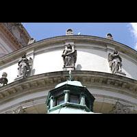 München - Sendling, St. Margaret, Figurenschmuck an der Außenfassade im Chor