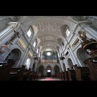 München - Sendling, St. Margaret, Innenraum in Richtung Orgel