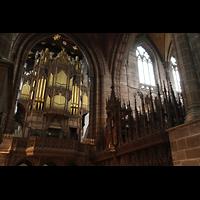 Chester, Cathedral, Orgel und Schnitzereien am Lettner
