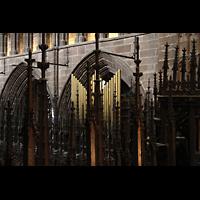 Chester, Cathedral, Blick vom Spieltisch zu den Pfeifen des Choir hinter dem Chorgestühl