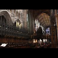 Chester, Cathedral, Chorgestühl mit Pfeifen des Choir