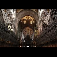 Chester, Cathedral, Chorgestühl mit Pfeifen des Choir (lins), Lettner (Mitte) und Orgel (rechts)