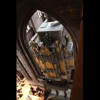 Chester, Cathedral, Orgel von oben mit Schwellkästen und Pfeifen der Tuba (Mitte oben)