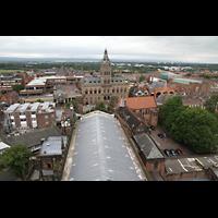 Chester, Cathedral, Blick vom Vierungsturm in Richtung Westen (Langhaus) und zum Rathaus