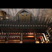 Chester, Cathedral, Pfeifen des Choir und Chorgestühl von oben