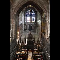 Chester, Cathedral, Chorgestühl mit Lettner und Langhaus, rechts die Orgel