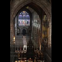 Chester, Cathedral, Blick von der Balustrade im Chor ins Langhaus und auf die Orgel
