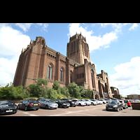 Liverpool, Anglican Cathedral (Hauptorgelanlage), Außenansicht vom Parkplatz südlich der Kathedrale