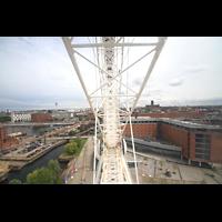 Liverpool, Anglican Cathedral (Hauptorgelanlage), Echo Wheel mit Blick zur Kathedrale