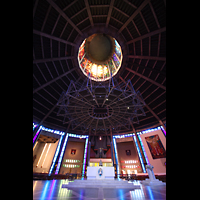 Liverpool, Metropolitan Cathedral of Christ the King, Dach mit Lichtschacht und Orgel