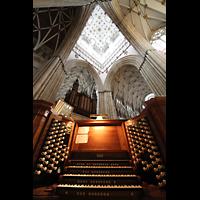 York, Minster (Cathedral Church of St Peter), Spieltisch in der Vierung mit Orgel