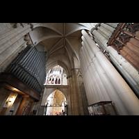 York, Minster (Cathedral Church of St Peter), Pedalpfeifen des Open Diapason 16' (li) und 32' (re) im Chorumgang