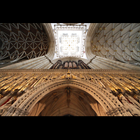 York, Minster (Cathedral Church of St Peter), Kings Screen (Lettner) mit Orgel und Blick in die Vierung