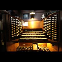 York, Minster (Cathedral Church of St Peter), Fester Spieltisch an der Orgel (identisch zum Spieltisch in der Vierung)
