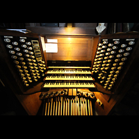 York, Minster (Cathedral Church of St Peter), Fester Spieltisch an der Orgel perspektivisch