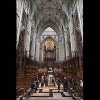 York, Minster (Cathedral Church of St Peter), Chorraum mit Chorgestühl und Orgel
