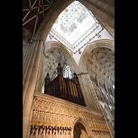 York, Minster (Cathedral Church of St Peter), Blick in die Vierung auf den Kings Screen und die Orgel