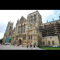 York, Minster (Cathedral Church of St Peter), Südfassade mit Vierungsturm