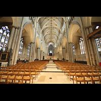 York, Minster (Cathedral Church of St Peter), Innenraum in Richtung Chor mit Orgel auf dem Lettner