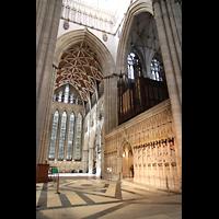 York, Minster (Cathedral Church of St Peter), Vierung, nördliches Querschiff mit  'Five-Sisters'-Fenster, Lettner und Orgel