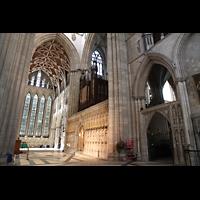 York, Minster (Cathedral Church of St Peter), Vierung, nördliches Querschiff, Lettner und Orgel mit Pfeifen des Double Open Diapason 32' (rechts)