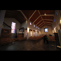 Skálholt, Skálholtskirkja, Innenraum in Richtung Rückwand mit Orgel im Querhaus