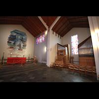 Skálholt, Skálholtskirkja, Innenraum in Richtung Chor mit Orgel im Querhaus