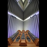 Reykjavík (Reykjavik), Langholtskirkja, Blick zur Raumdecke mit Orgel