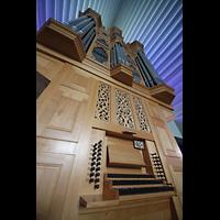 Reykjavík (Reykjavik), Langholtskirkja, Orgel mit Spieltisch perspektivisch