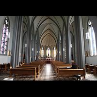 Reykjavík (Reykjavik), Landakotskirkja, Dómkirkja Krists Konungs, Christkönigs-Kathedrale), Innenraum in Richtung Chor