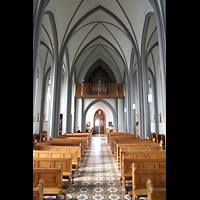 Reykjavík (Reykjavik), Landakotskirkja, Dómkirkja Krists Konungs, Christkönigs-Kathedrale), Innenraum in Richtung Orgel