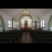 Hafnarfjörður (Hafnafjördur), Kirkja (Romantische Orgel), Innenraum in Richtung Chor mit Barockorgel