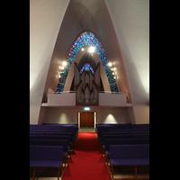 Kópavogur, Kópavogskirkja, Innenraum in Richtung Orgel