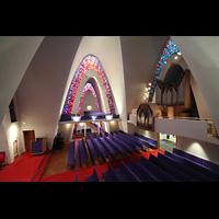 Kópavogur, Kópavogskirkja, Blick ins Querschiff und zur Orgel