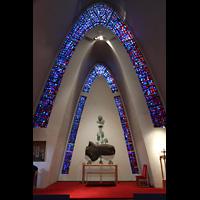 Kópavogur, Kópavogskirkja, Innenraum in Richtung Altar